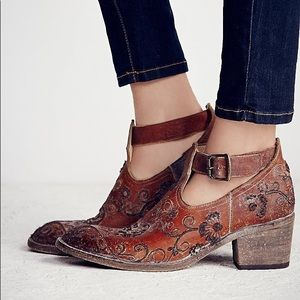 Daryl Robin embroidered boot